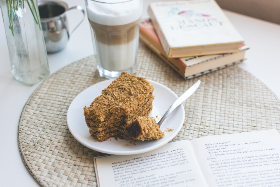 coffee-sweet-cake-break-picjumbo-com